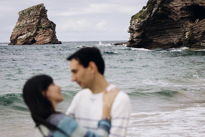 playa país vasco reportaje pareja