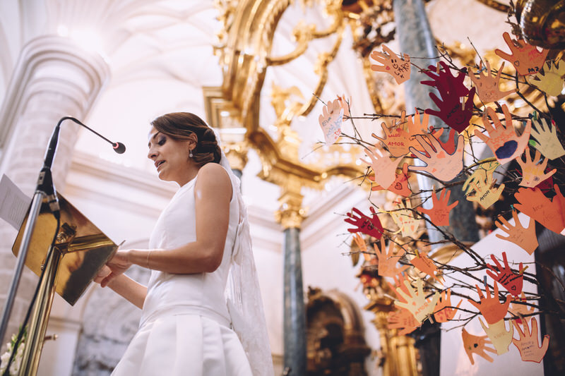 novia lee en la misa