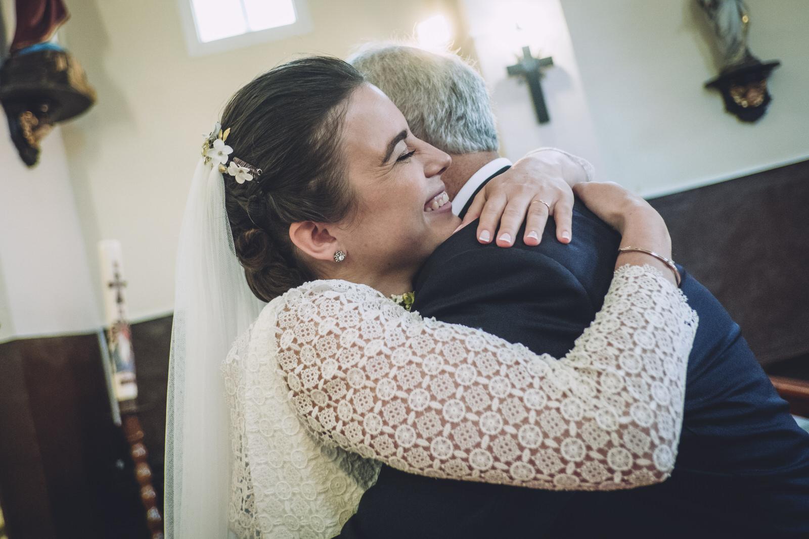 abrazo de la novia a su padre