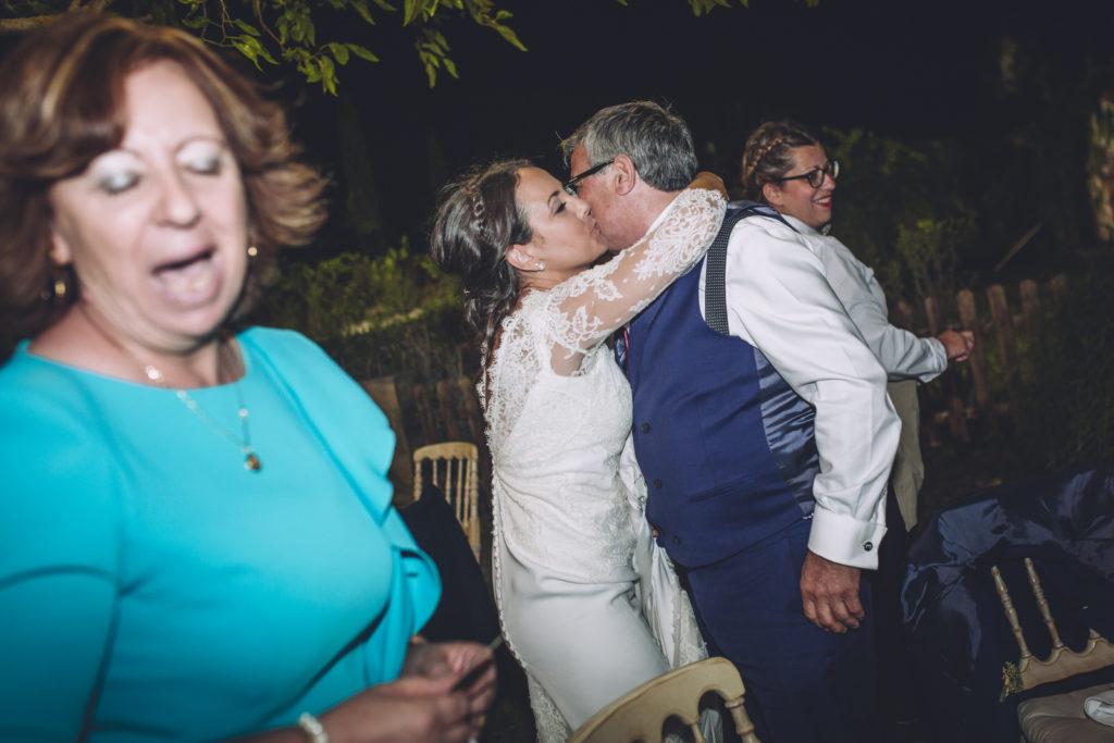 abrazos al padre de la novia